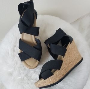 KENNETH COLE REACTION black strappy wedges heels